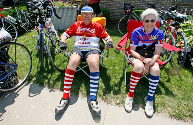Elderly-people-riding-bicycles